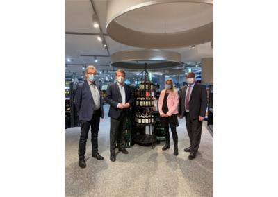 Staatssekretär Thomas Bareiß besucht Getränkefachmarkt Mebold